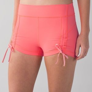 Lululemon Liberty Short Grapefruit. GUC.Sz4